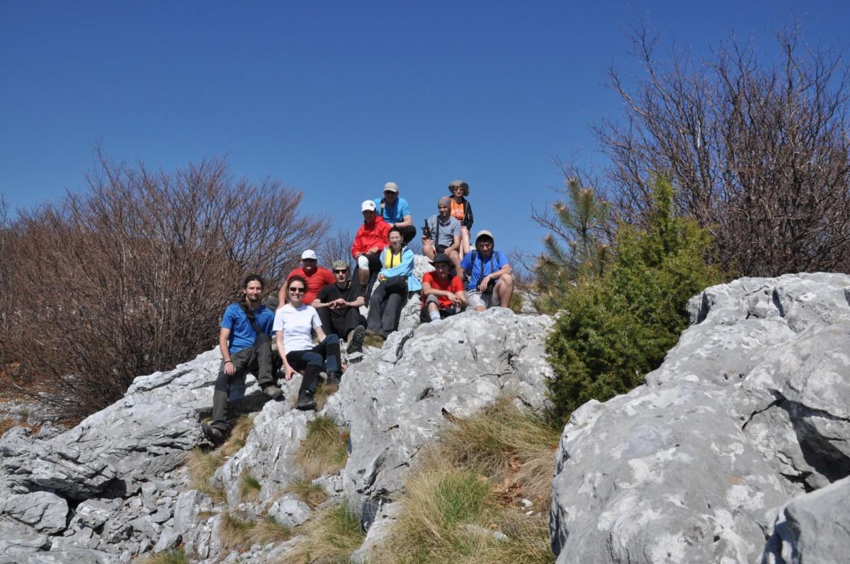 258 Fotografie de grup, Muntele Pietrele Albe, Traseul de creasta, Muntii Mehedinti