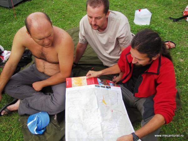 Lumea e liniştită şi face deja planuri pentru traseul de duminică – Edi, Cristi Iosifescu şi Lucian