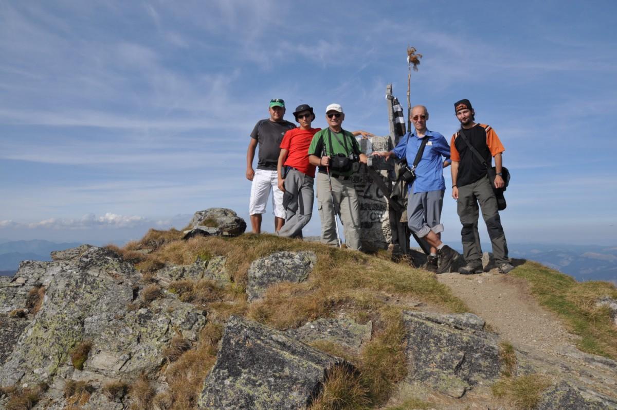 222 Fotografie de grup (Edi, Alex, Costel, Florin si Lucian), Varful Ineu 2279m, Muntii Rodnei