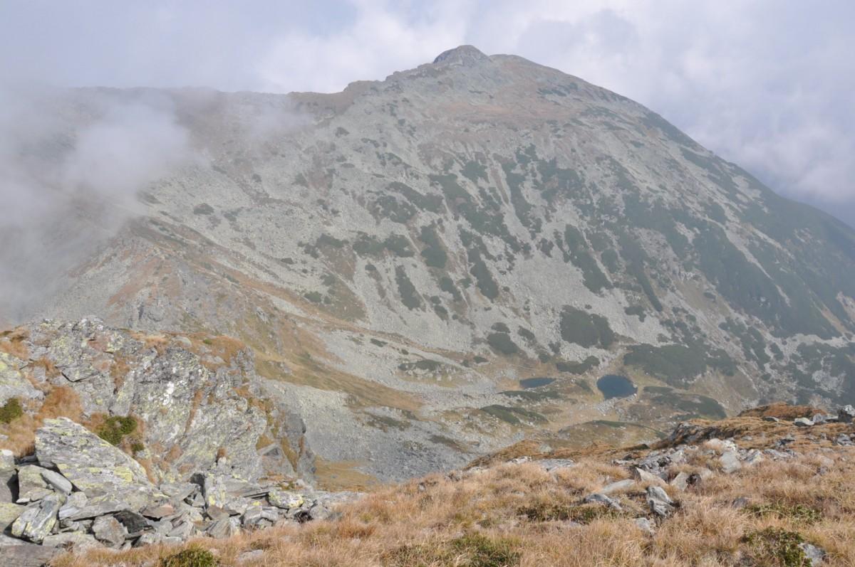 Varful-Pietrosu-2303m-vazut-de-pe-Varful-Buhaescu-Mare